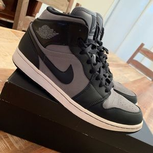 Jordan 1 Mid used in great condition